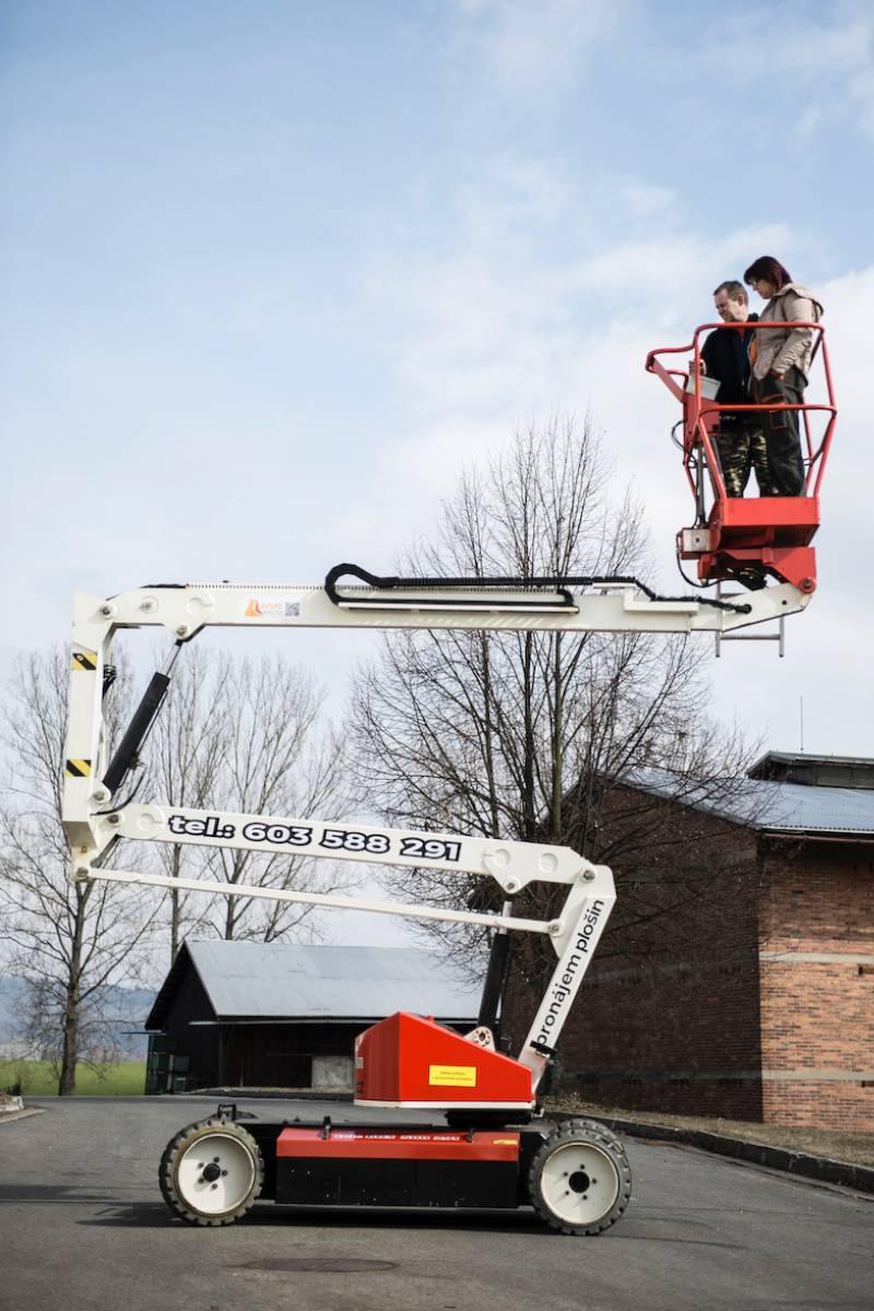 kloubová plošina Aviar cleaning company Šumperk